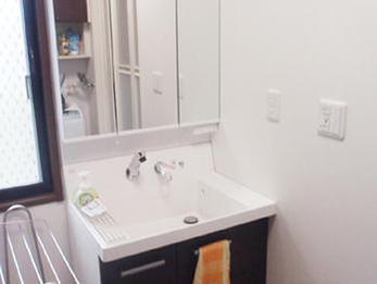 綺麗な洗面台、トイレにリフォーム!お掃除も楽になりました。