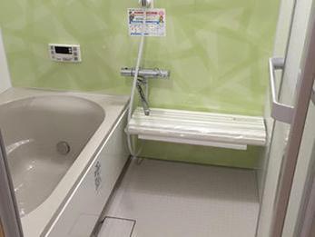 緑色が好きなご主人様の選んだ浴室はとても明るく爽やかな空間になりました。