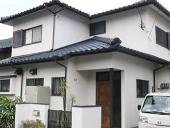 外壁・屋根の経年劣化を補修し、綺麗な白い家になりました。