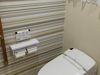 和式トイレから洋式トイレに変わり、高齢の両親も使いやすいトイレに。