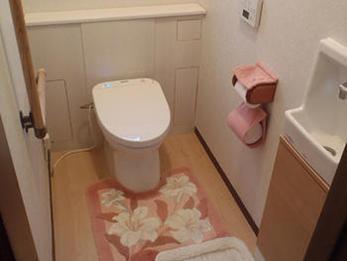 床は掃除がしやすく、綺麗なトイレになりました!