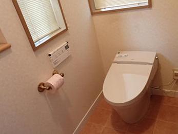 可愛い手洗い器を造設し、家の雰囲気にあったトイレになりました。