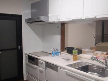 綺麗で広々とした印象のキッチンになりました。