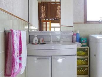 洗面台が明るくなってとても気分がいいです。