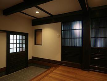 古民家ならではの重厚な雰囲気を変えずにモダンアレンジで暮らしやすい空間に仕上がりました。