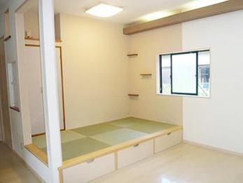 リビングの一部に琉球畳をひき、和風なお部屋に。