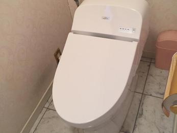 トイレは手洗い器の付いていないTOTOのGGを設置、水栓は元の綺麗な状態になりました!