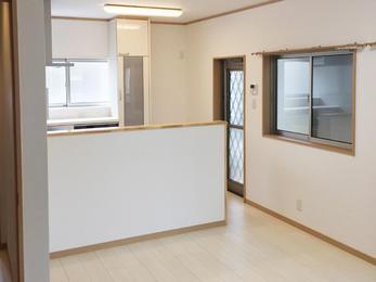 佐世保から長崎へ帰郷の為、リフォーム。 対面キッチン、屋根・外壁遣り替え、ユニットバス、洗面化粧台、サッシ全部取替。