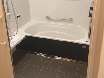 タイル目地のお手入れが大変。1616サイズの浴室は増築しないと入らない為、ぴったりサイズで対応しました。
