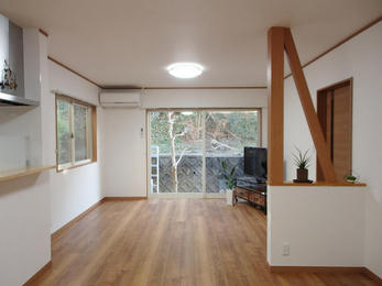 息子さんの増築した部屋は特にお客様のこだわりがあり、TVボードや他にはないような衣類収納スペースを密な打ち合わせで作成させて頂きました。