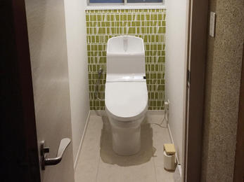 トイレは毎日使うところなので、ガラッと綺麗におしゃれになると気持ちいいですよね!水道管もきれいにやり直したので長く、綺麗に使えると思います!