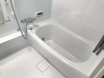 白を基調とした明るいお風呂に☆     ‿