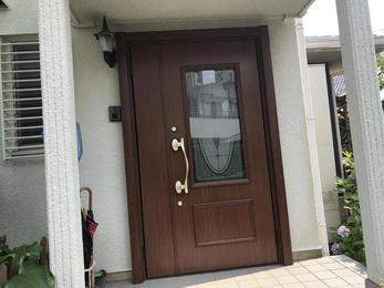 おしゃれな玄関ドアへ!         ‿