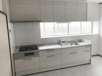 新築当初からのキッチンを一新。綺麗に仕上がりました。