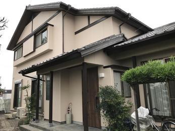 玄関も取り替え、新築のような外装リフォーム