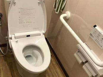 昔ながらの古風なトイレが先進的な空間に変身!!