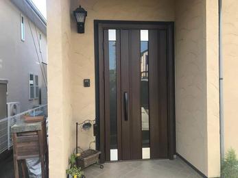 便利なリモコン錠の玄関ドアにリフォーム!