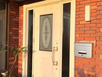 一日で完成できるカバー工法で玄関リフォーム!