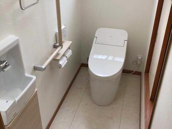 使いにくい和式トイレから手洗い別の洋式トイレへ一新!