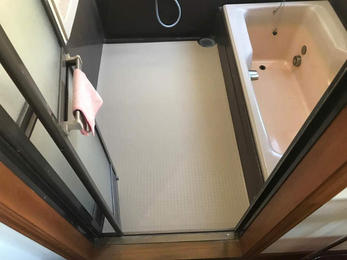 浴室床を掃除しやすいものにリフォーム