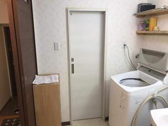アウトセット建具でトイレのドアを開き戸⇒引き戸にリフォーム!