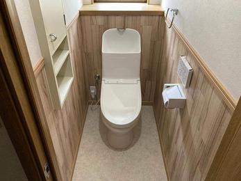 階段下のトイレを手洗い別トイレで快適空間にリフォーム